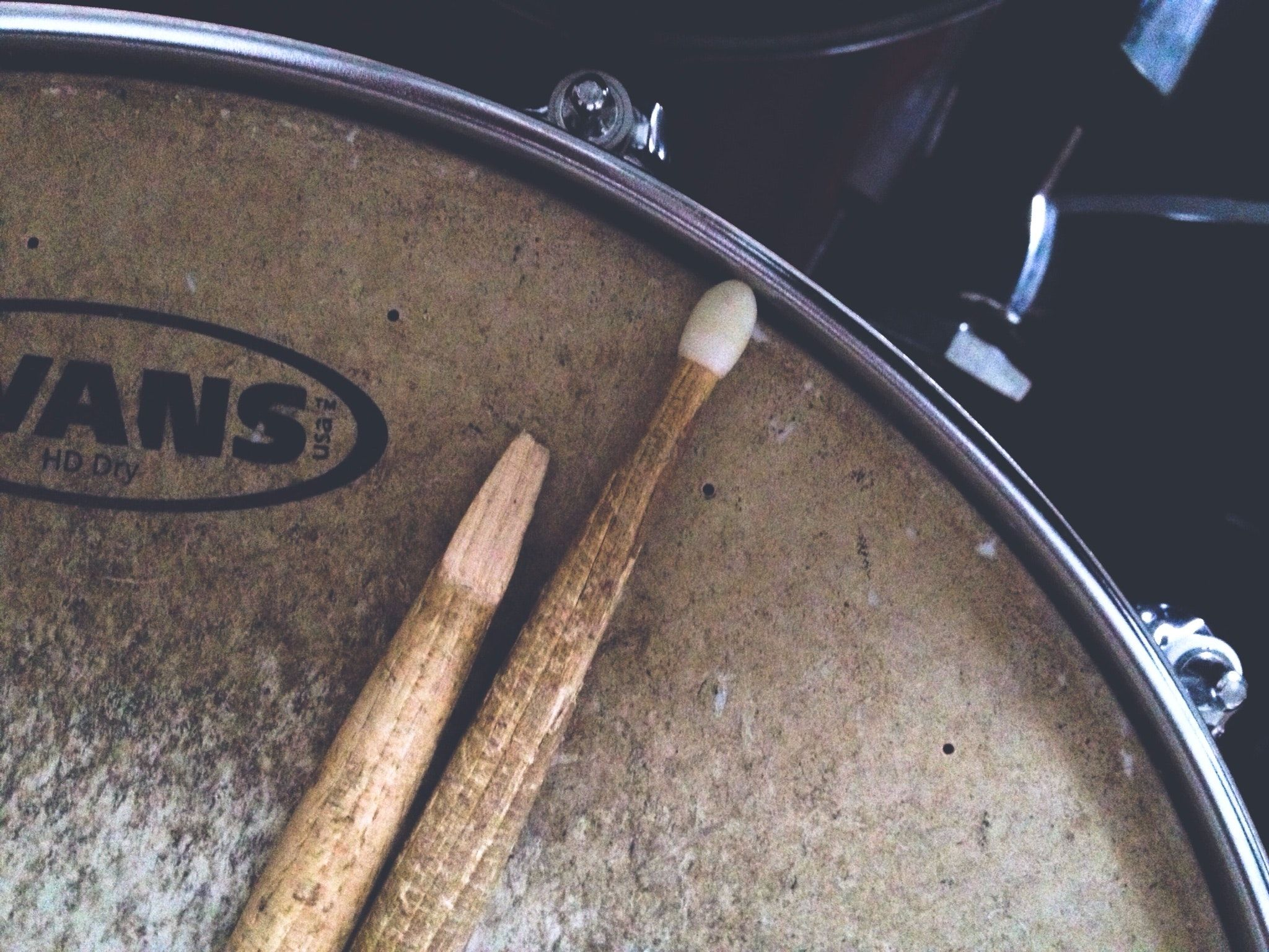 2048x1536 Two Brown Drum Sticks on Brown Snare Stick · Free Stock Photo