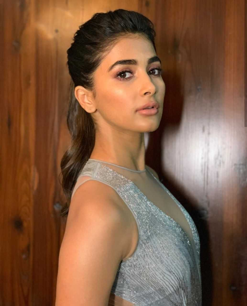 1033x1280 Pooja Hegde Latest Spicy Images