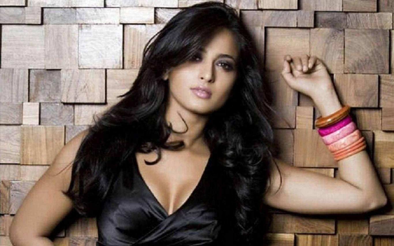 1366x853 Download Anushka Shetty Spicy Look Image Hd Wallpaper HD ...