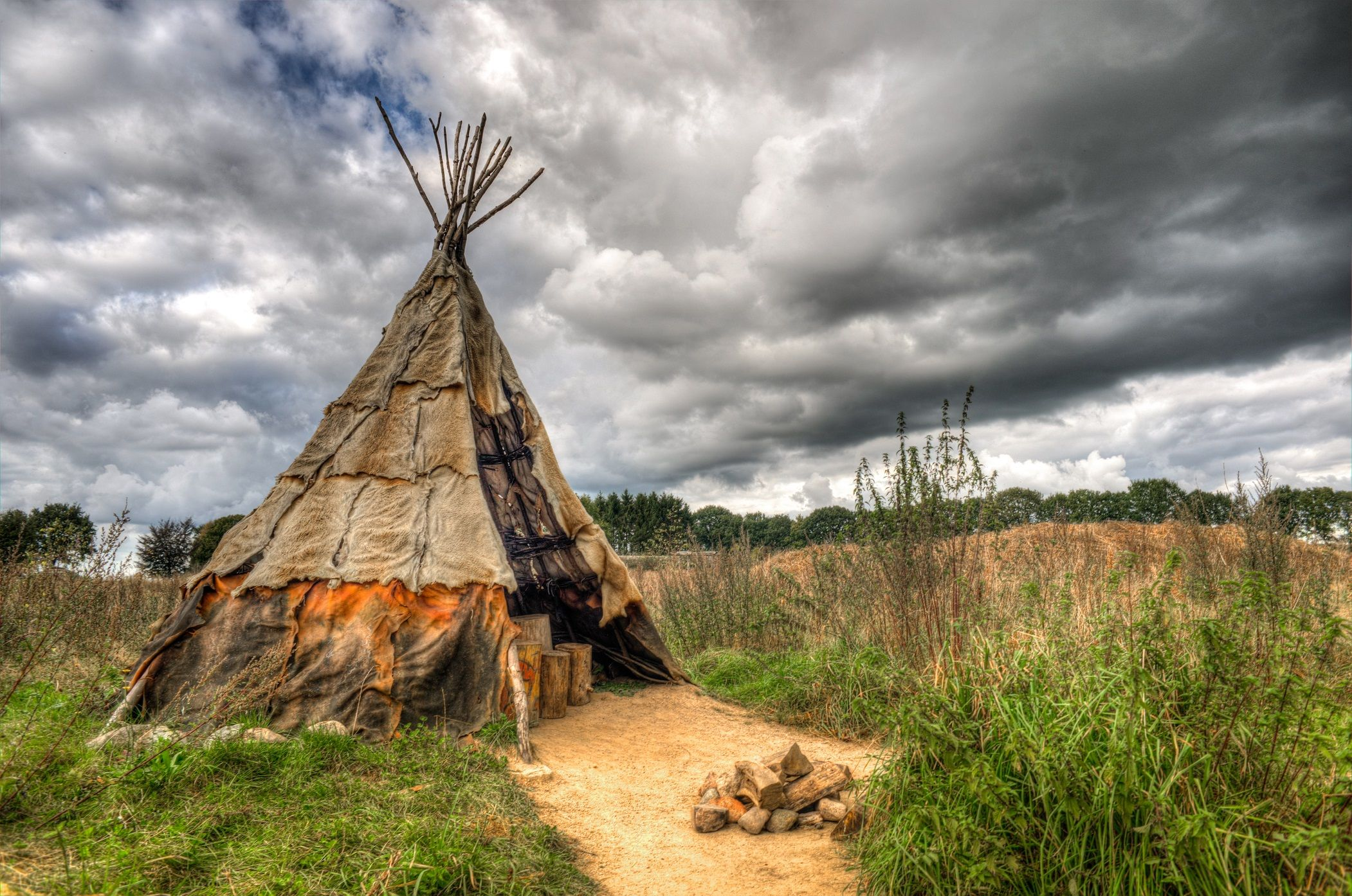 2102x1394 Native American Tipi or teepee covered with animal skins Full HD ...