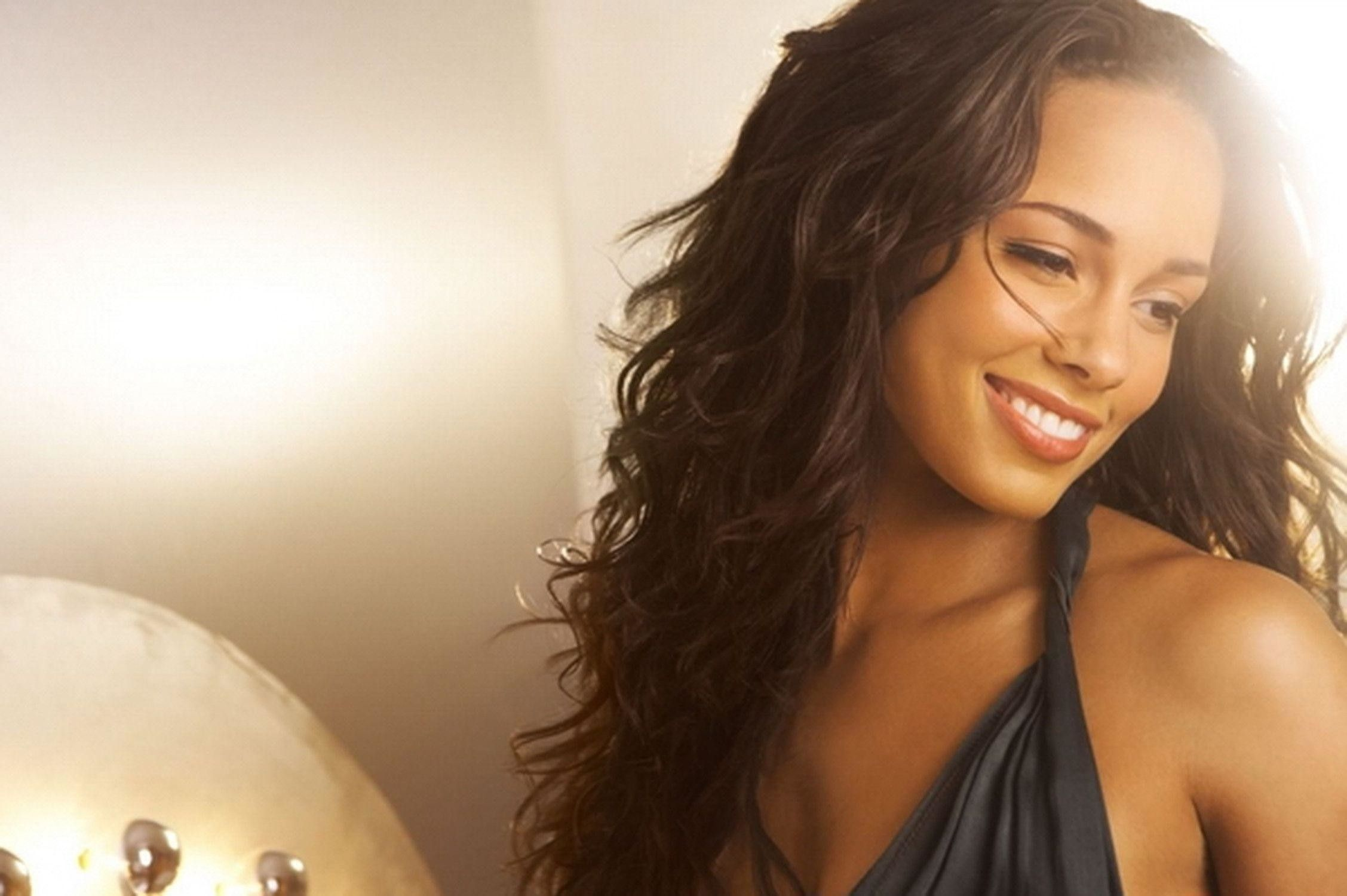 2255x1500 57+ Alicia Keys Wallpapers on WallpaperPlay