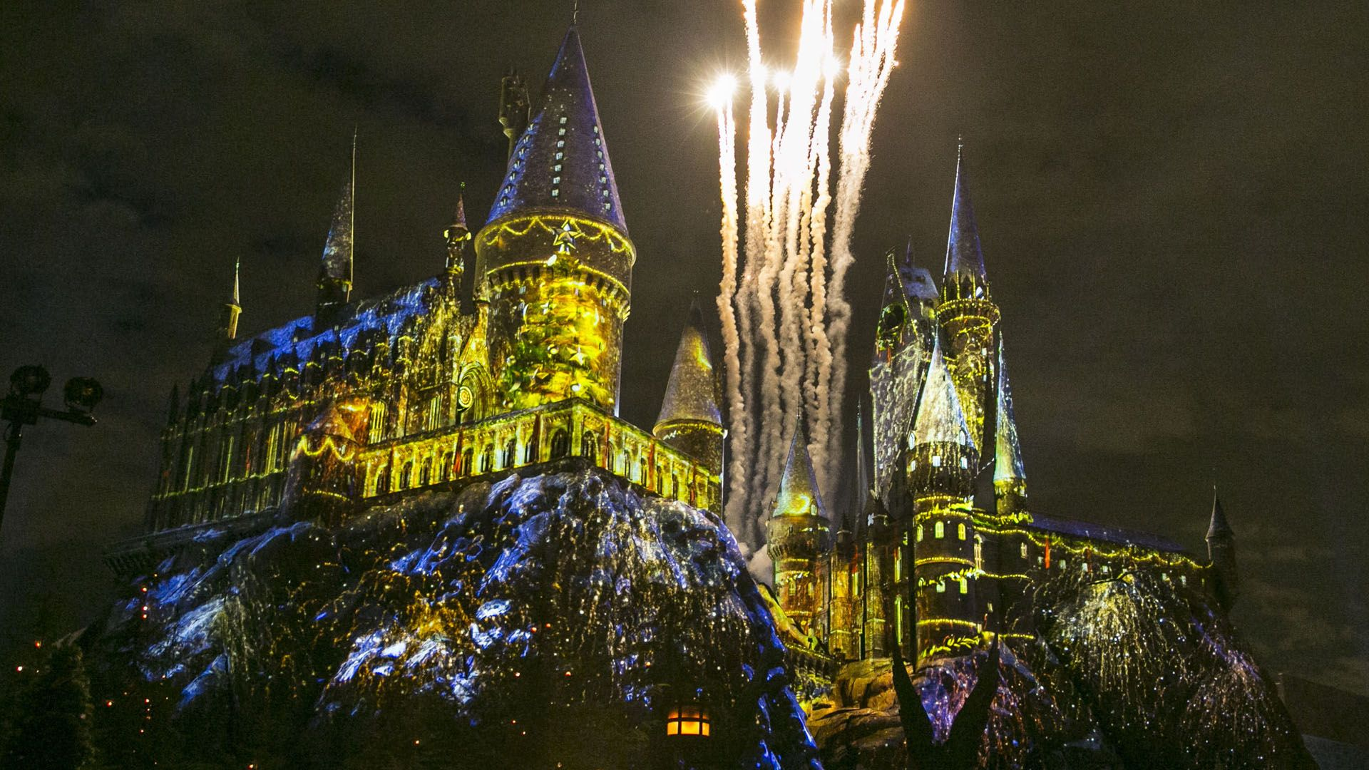 1920x1080 Universal Studios takes on Christmas with Wizarding World of Harry ...