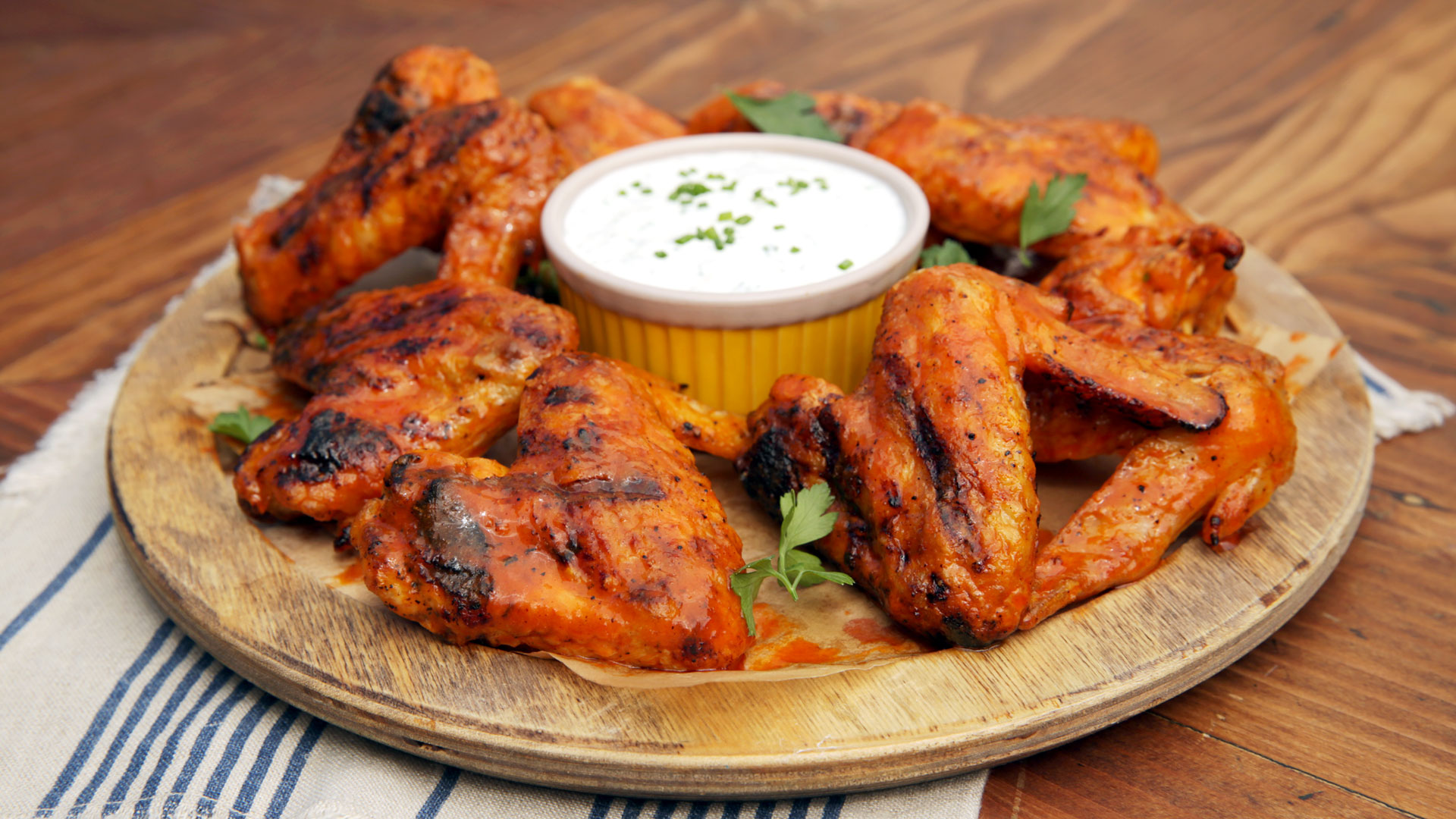 1920x1080 Wallpaper of a Plate of Grilled Spicy Chicken Wings | PaperPull