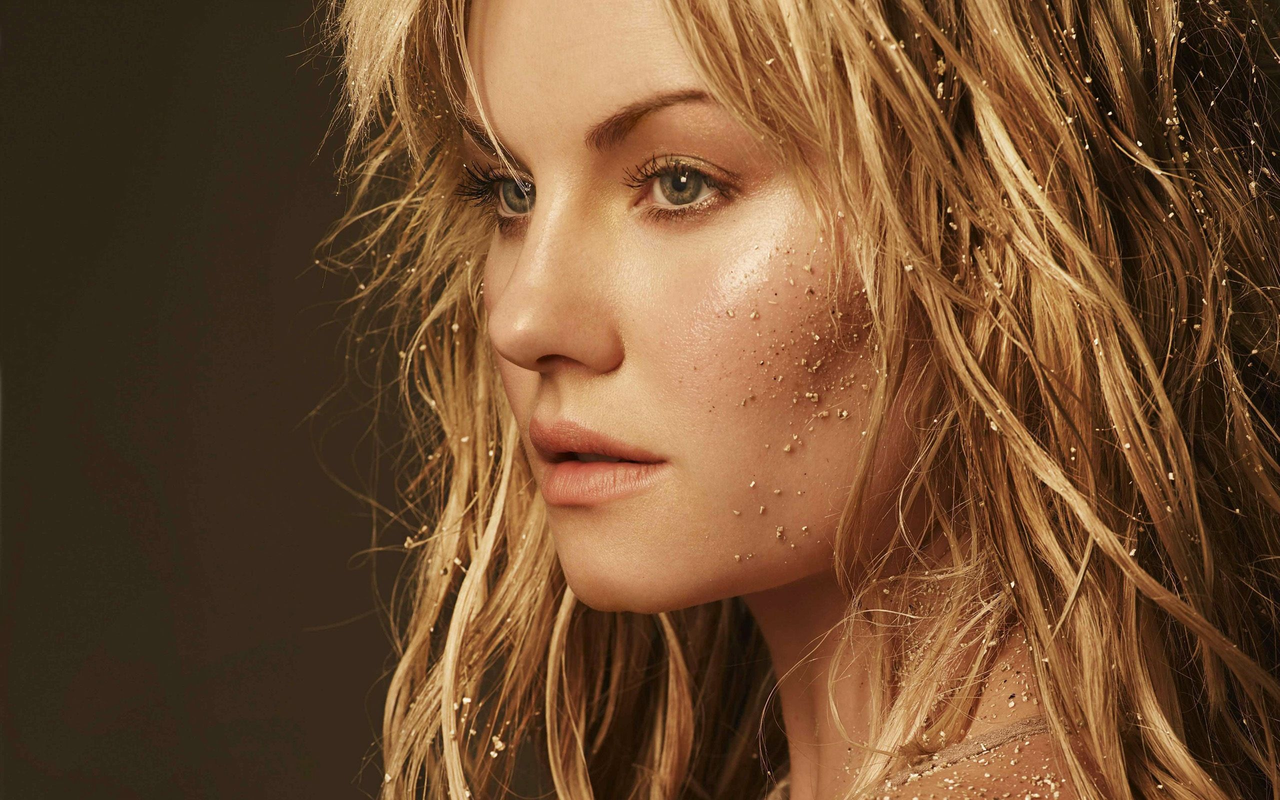 2560x1600 110 Elisha Cuthbert HD Wallpapers   Background Images - Wallpaper Abyss