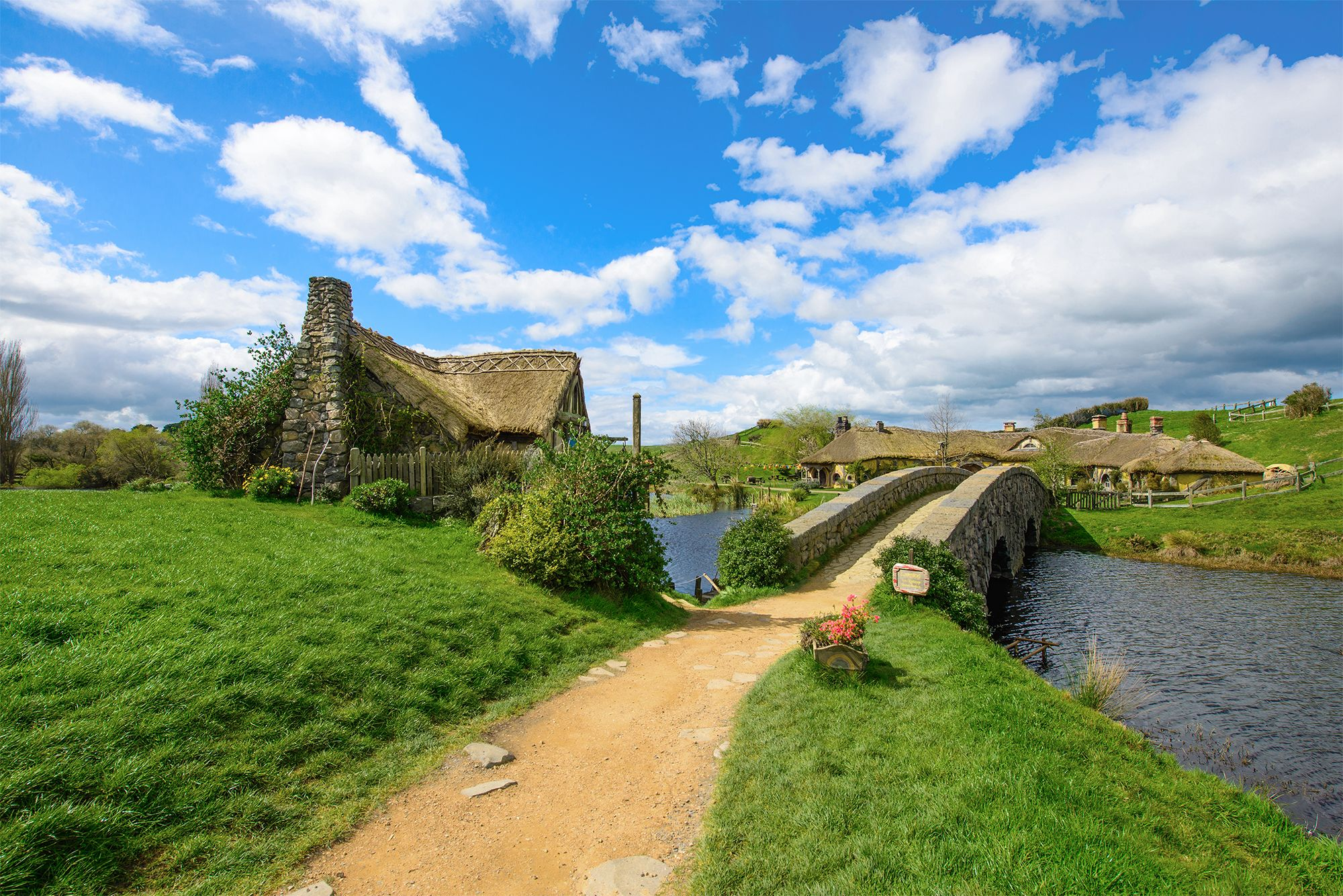 2000x1335 New Zealand Matamata Hobbiton Wallpaper | Gallery Yopriceville ...