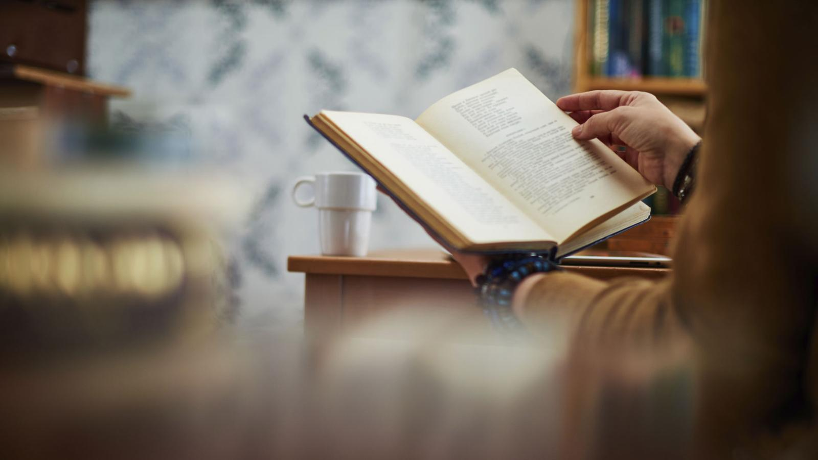1600x900 BBC – Future – Are paper books really disappearing? – Slinking ...