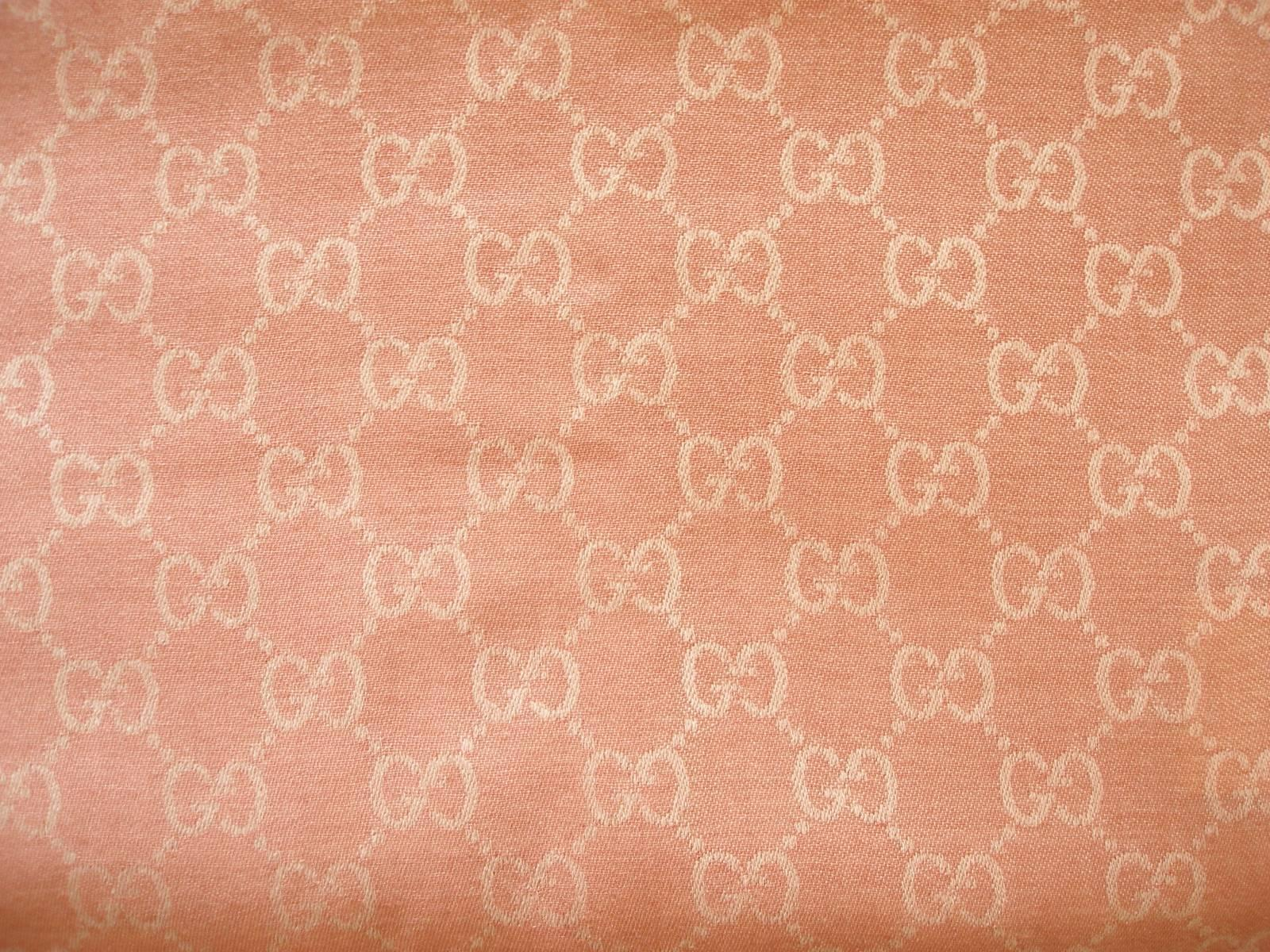 1600x1200 Gucci Guccissima Écharpe GG Powder Pink and Crème Wool and Silk ...