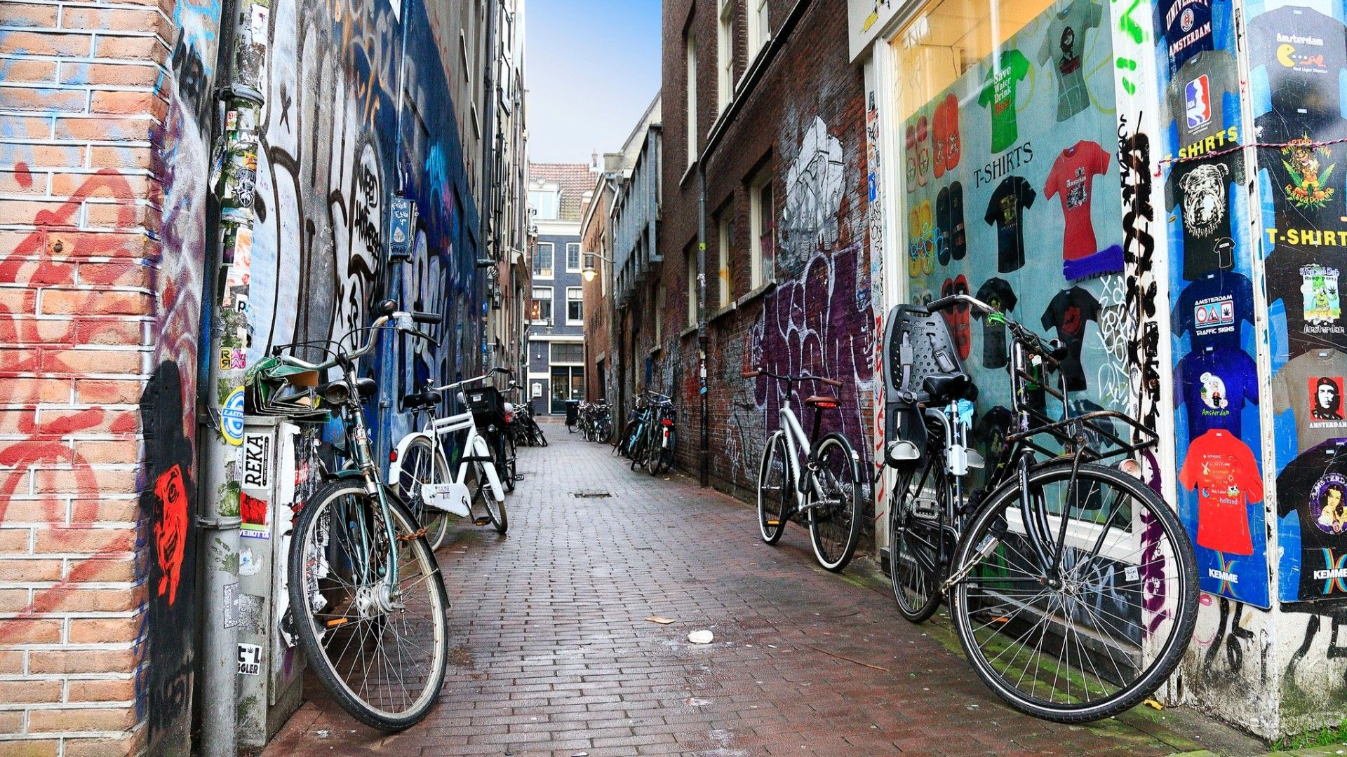 1920x1080 Other: Bicycles Graffiti Painted Alleyway Amsterdam City Wall Bikes ...