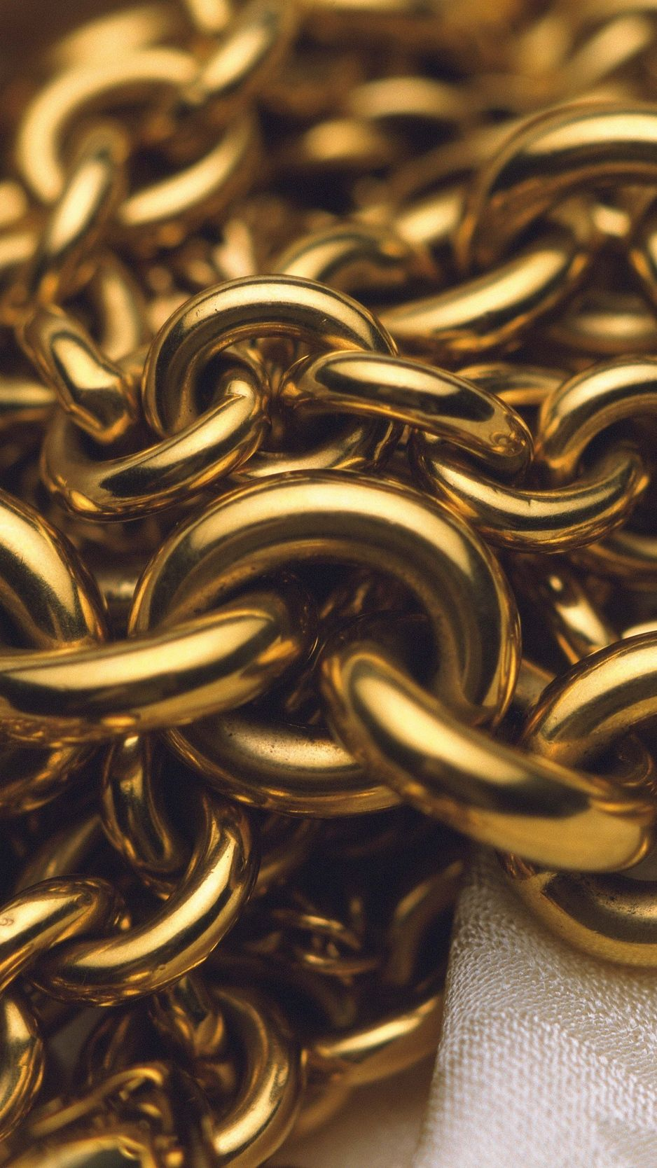 938x1668 Download wallpaper 938x1668 chain, gold, close-up iphone 8/7/6s/6 ...
