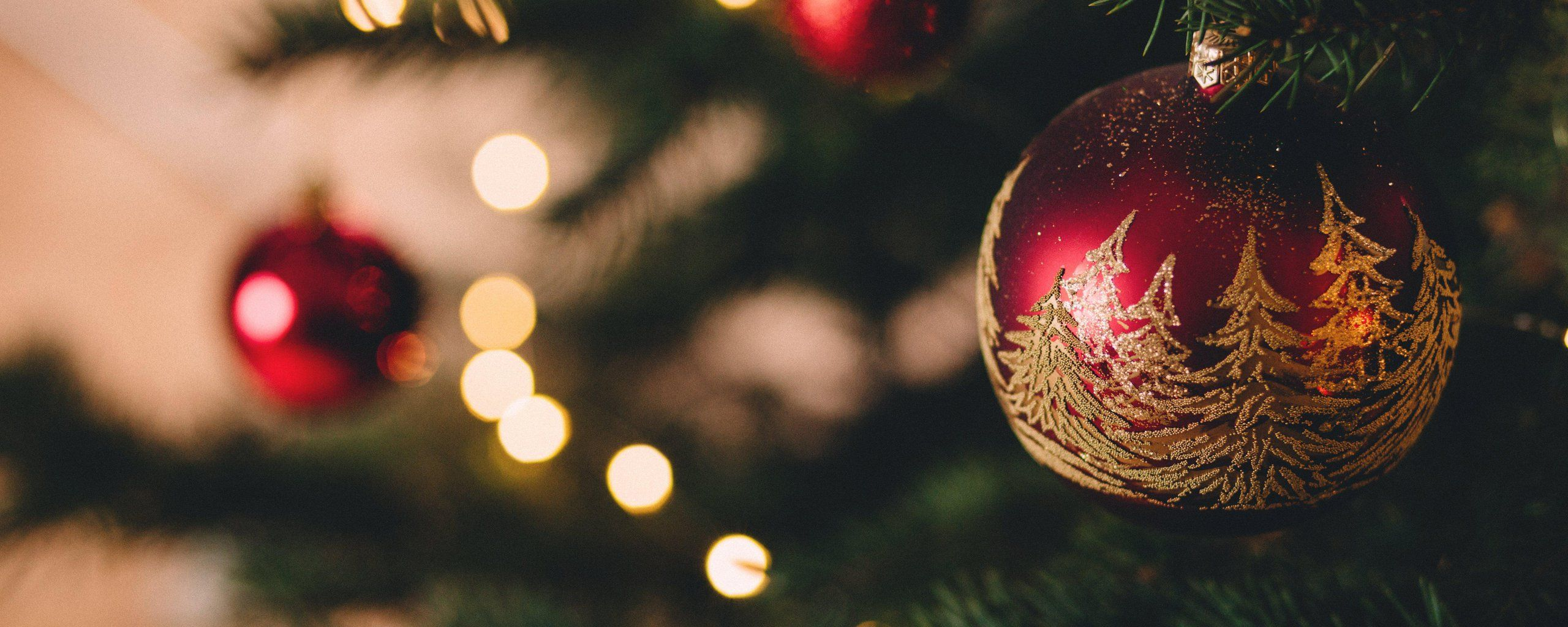2560x1024 Download Dual Monitor Resolution ..Blurred Baubles Christmas Tree ...